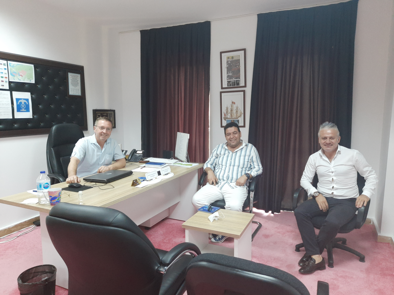 Bodrum AkParti İlçe Başkanı Sayın Osman Gökmen ve Bodrum MHP İlçe Başkanı Sayın Bahattin Kul, Okulumuzu ziyaret etmişlerdir.