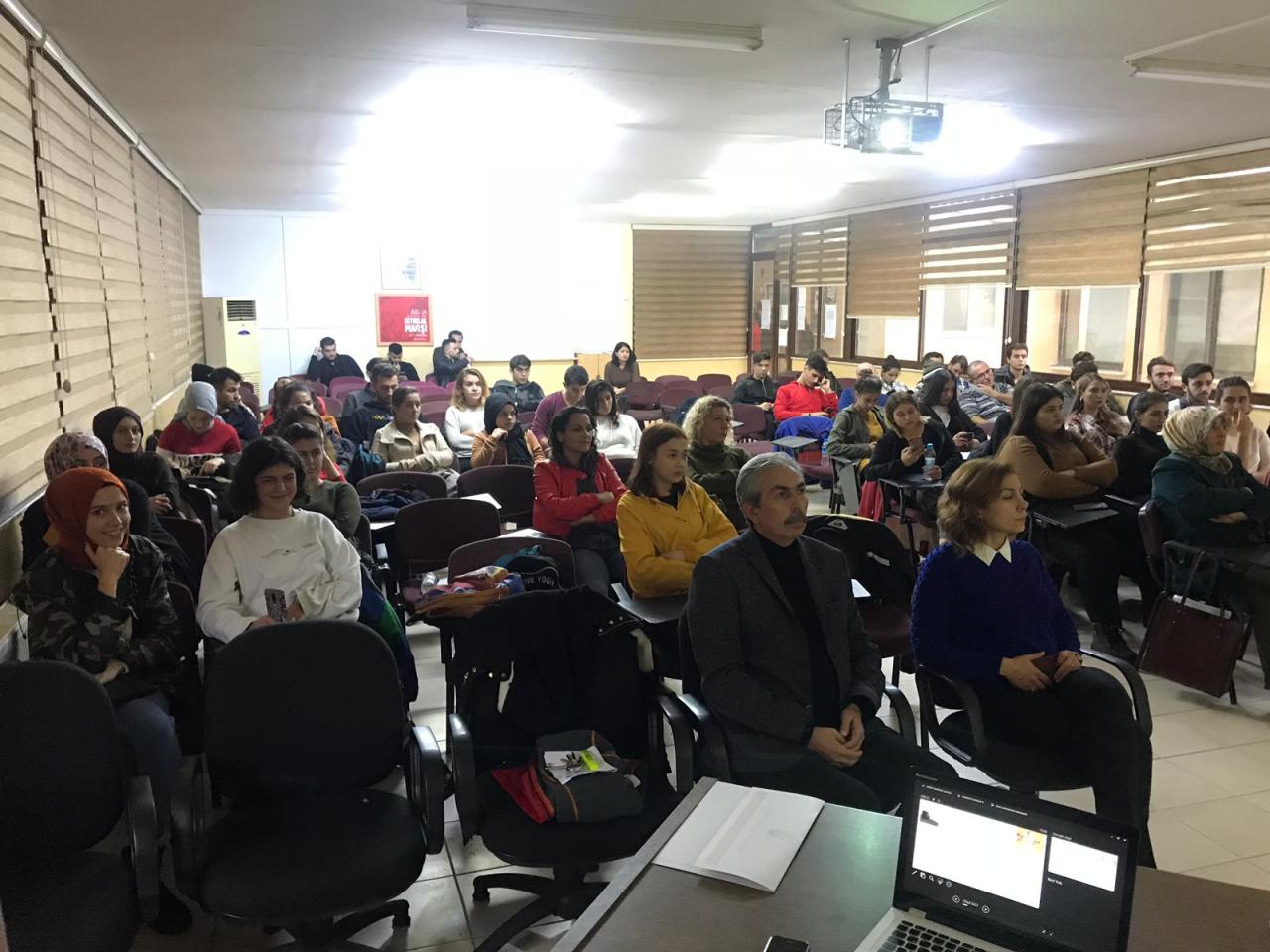 Sağlık Hizmetleri Meslek Yüksekokulu MüdürlüğüKariyer Etkinlikleri Düzenledi