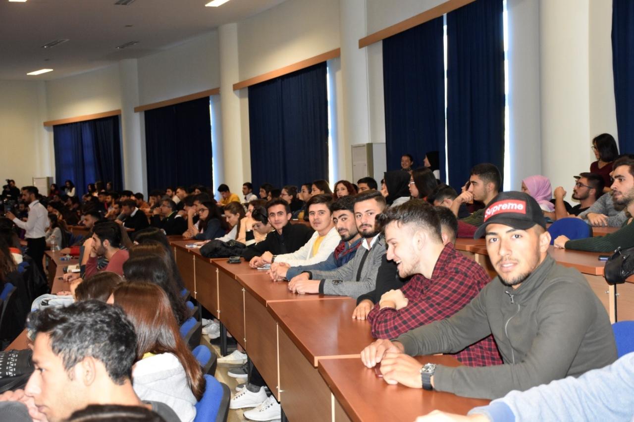 """Öğrencilerimiz, Öğr. Gör.Salih MALKOÇOĞLU ile, üniversitemizce düzenlenen """"Kariyer Planlaması ve Başarı"""" söyleşisine katılmıştır."""